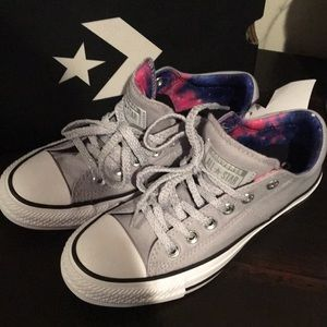 New in Box Women's Converse Chuck Taylor 6.5 Gray